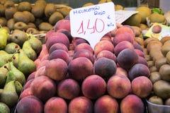 Mercado de la fruta Imágenes de archivo libres de regalías