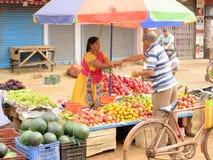 Mercado de la fruta del estilo del pueblo fotografía de archivo