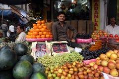 Mercado de la fruta en Kolkata Fotos de archivo libres de regalías