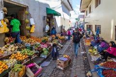 Mercado de la fruta en los steets de Cusco, Perú Imagen de archivo