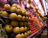 Mercado de la fruta española Imágenes de archivo libres de regalías