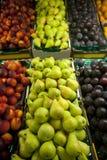 Mercado de la fruta fresca Imágenes de archivo libres de regalías