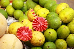 Mercado de la fruta fresca en la India imagen de archivo libre de regalías