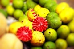 Mercado de la fruta fresca en la India foto de archivo