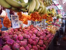 Mercado de la fruta tradicional fotos de archivo libres de regalías