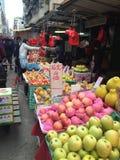 Mercado de la fruta tradicional Imagen de archivo
