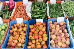 Mercado de la fruta y verdura Imágenes de archivo libres de regalías