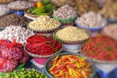 Mercado de la fruta y verdura en Hanoi, viejo cuarto, Vietnam, Asia imagen de archivo