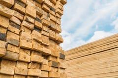 Mercado de la madera de construcción Fotos de archivo libres de regalías