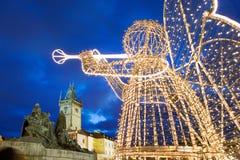 Mercado de la Navidad de Praga en la vieja plaza en Praga, representante checo Imagenes de archivo