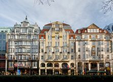 Mercado de la Navidad del tiempo del advenimiento en el cuadrado de Wenceslao, Praga Foto de archivo