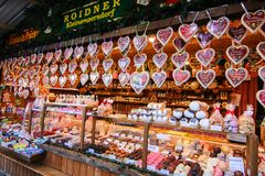 Mercado de la Navidad en ayuntamiento Rathausplatz o ayuntamiento Imagen de archivo
