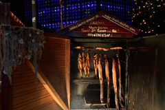 Mercado de la Navidad en Berlín - salmón ahumado Fotos de archivo libres de regalías