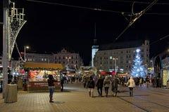 Mercado de la Navidad en cuadrado de la libertad en Brno, República Checa foto de archivo