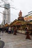 Mercado de la Navidad en el cuadrado cerca del Kaiser Wilhelm Memorial Church Fotos de archivo