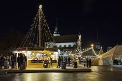 Mercado de la Navidad en el cuadrado de Moravian en Brno, República Checa Fotos de archivo