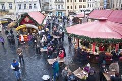 Mercado de la Navidad en la vieja plaza Fotografía de archivo libre de regalías