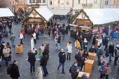 Mercado de la Navidad en la vieja plaza en Praga Foto de archivo libre de regalías