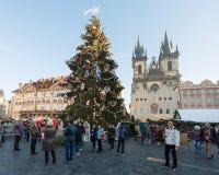 Mercado de la Navidad en la vieja plaza en Praga Imagenes de archivo