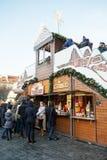 Mercado de la Navidad en la vieja plaza en Praga Imagen de archivo libre de regalías