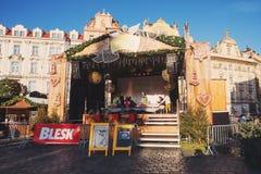 Mercado de la Navidad en la vieja plaza en Praga Imágenes de archivo libres de regalías