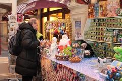 Mercado de la Navidad en Moscú Foto de archivo libre de regalías
