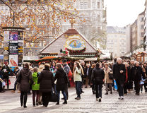 Mercado de la Navidad en Munich, Alemania foto de archivo