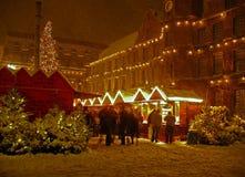 Mercado de la Navidad en nieve Foto de archivo libre de regalías