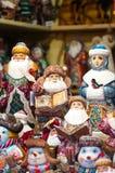Mercado de la Navidad en la Plaza Roja, Moscú Venta de los caracteres de los juguetes, famosos y populares del hada-cuento, estat Fotos de archivo