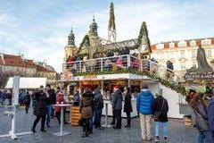 Mercado de la Navidad en la vieja plaza en Praga Fotografía de archivo libre de regalías