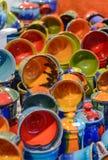 Mercado de la Navidad Mercancías de cerámica coloridas Foto de archivo libre de regalías