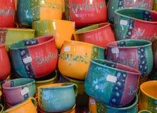 Mercado de la Navidad Mercancías de cerámica coloridas Fotografía de archivo
