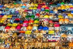 Mercado de la noche de Bangkok desde arriba fotos de archivo libres de regalías