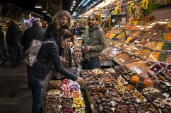 Mercado de la noche, Barcelona, España Fotografía de archivo libre de regalías