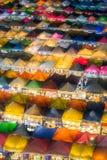 Mercado de la noche con la comida de la calle en Bangkok imagen de archivo libre de regalías