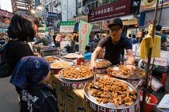 Mercado de la noche de la calle de Raohe, Taipei, Taiwán Foto de archivo libre de regalías