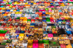 Mercado de la noche del tren - Bangkok, Tailandia Foto de archivo libre de regalías