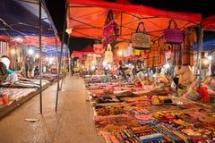 Mercado de la noche en Luang Prabang foto de archivo libre de regalías
