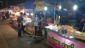 Mercado de la noche en thani del pathum almacen de metraje de vídeo