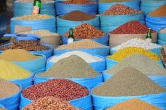 Mercado de las especias y de las habas en Marruecos Foto de archivo libre de regalías
