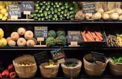 Mercado de las verduras frescas Imagen de archivo libre de regalías