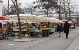 Mercado de Ljubljana en diciembre Imágenes de archivo libres de regalías