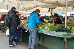 Mercado de Ljubljana en diciembre Foto de archivo libre de regalías