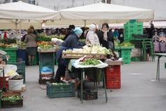 Mercado de Ljubljana en diciembre Imagenes de archivo