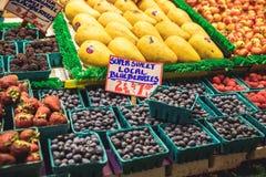 Mercado de los granjeros del lugar de los lucios en Seattle, los E.E.U.U. fotos de archivo