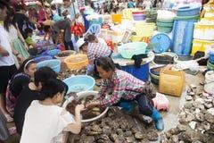Mercado de los mariscos, isla de Weizhou, China Foto de archivo