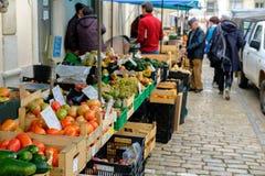 Mercado de Loule, Loule, Portugal - 18. Januar 2019: Frischgemüse im Loule-Markt lizenzfreies stockfoto