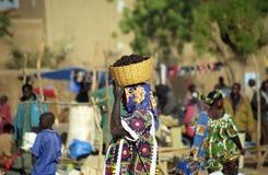 Mercado de lunes, Djenne, Malí fotos de archivo