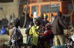 Mercado de lunes, Djenne, Malí imagen de archivo libre de regalías