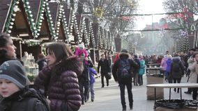 Mercado de Lviv de la Navidad almacen de video